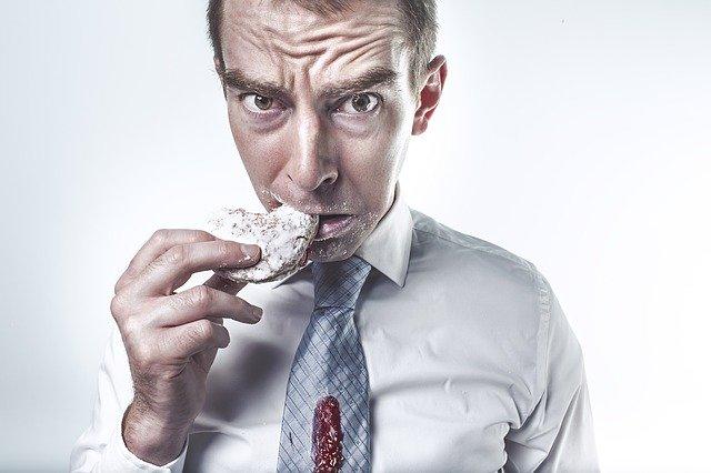 hombre haciendo dieta